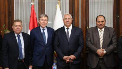 صورة وزير الزراعة يستقبل الرئيس التنفيذى لشركه كيمين الامريكية ورئيس شركة ميفاك