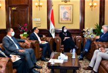صورة وزيرة التجارة والصناعة تبحث مع الشركات الامريكية ضخ استثمارات في مجال الملابس بالسوق المصري